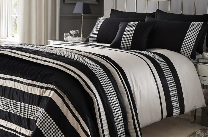 Luxury Metallic Detail Plated Faux Silk Duvet